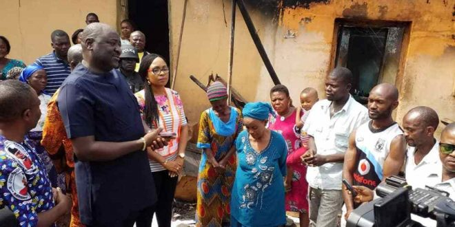 Abakpa Fire Victims pay Thank-You visit to Gov. Ugwuanyi